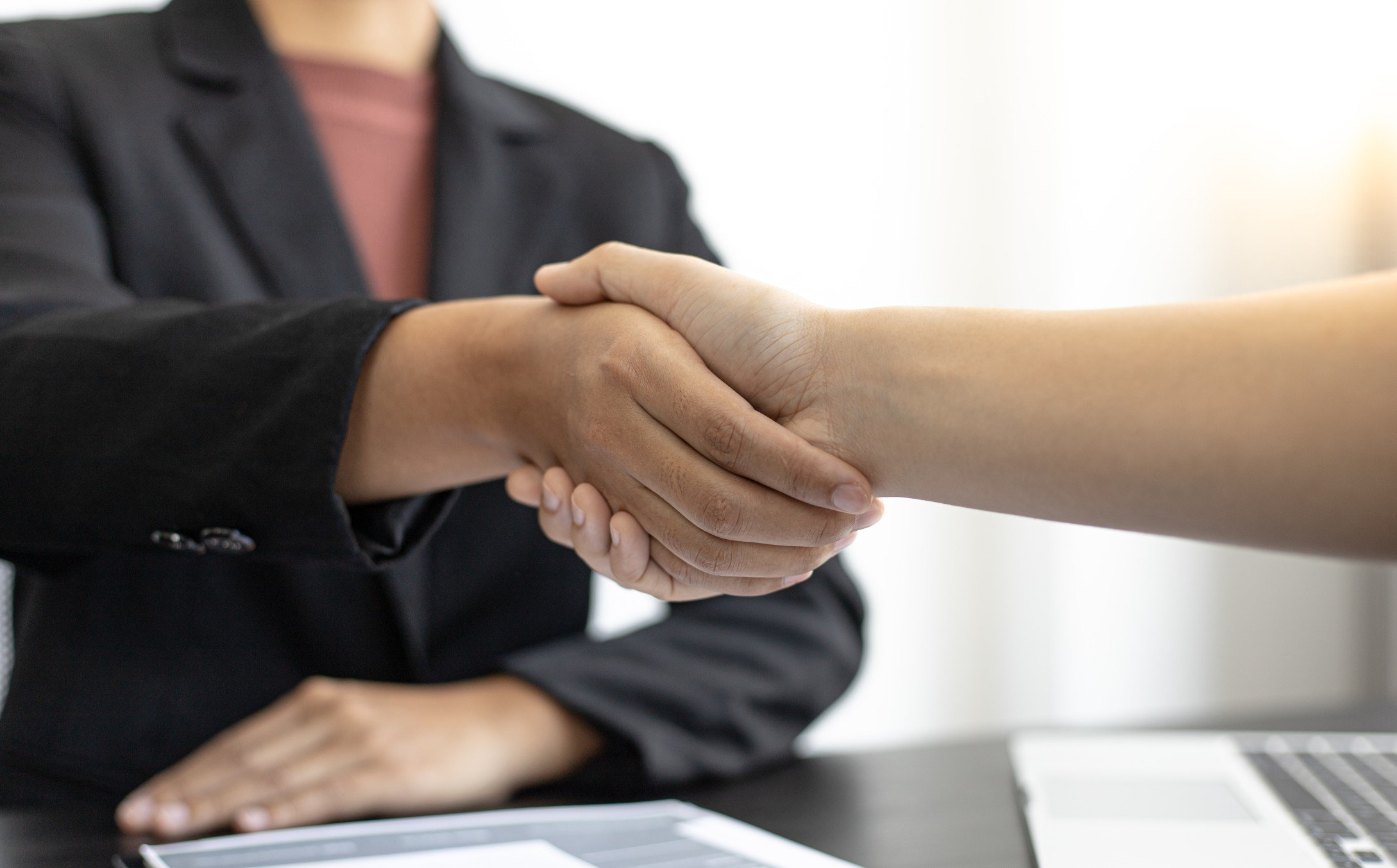 employer-or-hr-department-welcomes-new-employees-shaking-hands-with-congratulations-or-achieving_t20_aazGax